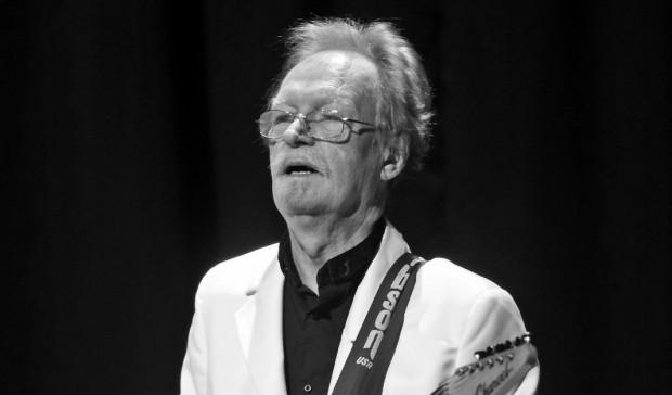 Jerzy Kossela podczas koncertu zespołu Czerwone Gitary w Filharmonii Bałtyckiej w lutym 2013 r.