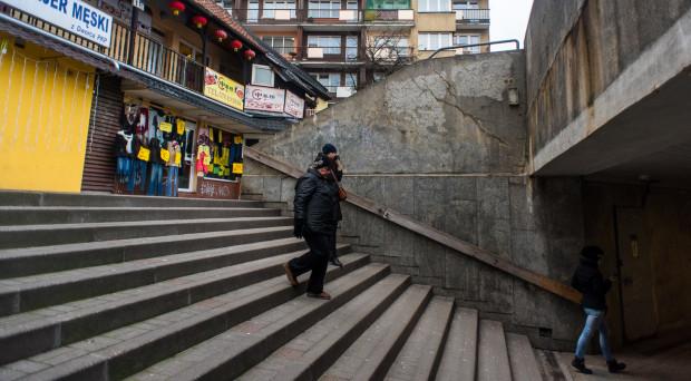 Nie jest łatwo również na schodach prowadzących od ul. Warszawskiej.