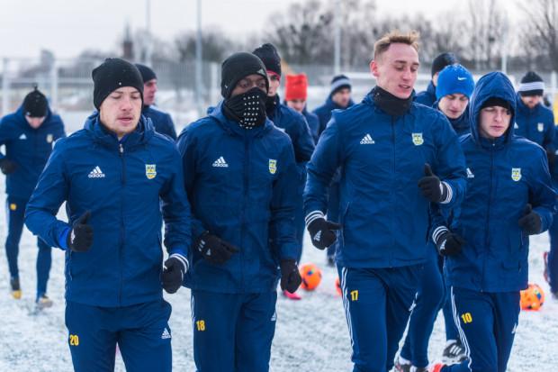 Tak Rashid Yussuff (nr 18) prezentował się na pierwszym tegorocznym treningu Arki Gdynia. W środę rozwiązał kontrakt z klubem za porozumieniem stron.