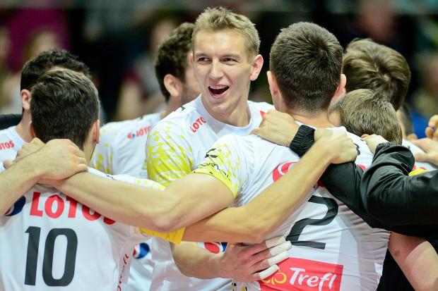 Radość Damiana Schulza i siatkarzy Lotosu Trefla Gdańsk. Nie byli faworytami, ale pokonali na wyjeździe Asseco Resovię i zagrają w turnieju finałowym Pucharu Polski.