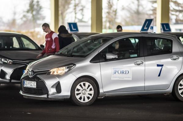 Toyota Yaris, a może zupełnie inny model - o tym, w jakich autach będą zdawane praktyczne egzaminy na prawo jazdy zadecyduje przetarg. Lista potencjalnych dostawców jest długa.