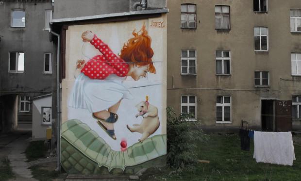 Mural na ul. Szarej w Gdańsku to jedna z najbardziej rozpoznawalnych prac Looneya.