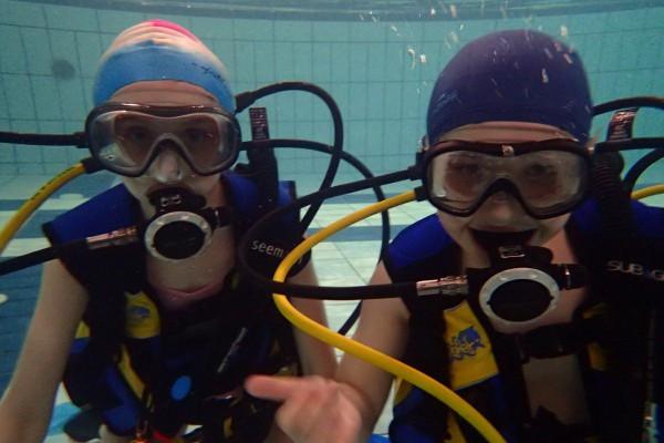 W promocyjnych cenach otwarte będą pływalnie. W Gdańsku będzie można nawet spróbować zajęć z nurkowania, podwodnego hokeja czy ratownictwa wodnego.