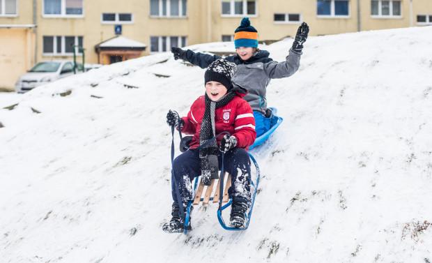 Gdy dopisuje zimowa aura, dzieciom nie brakuje pomysłów jak spędzić ferie. Nie są jednak zdane tylko na własne pomysły, bo w Trójmieście w przerwie od szkoły czeka na nie pełno sportowych zajęć, także bezpłatnych.