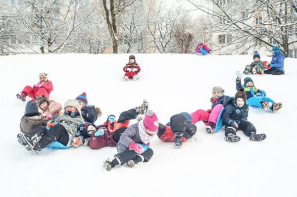 Miłośników białe szaleństwa nie brakuje - nic dziwnego, śnieg to u nas rzadkość, a dzieci najwidoczniej mocno się za nim stęskniły.