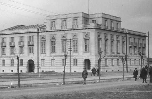 Gmach Banku Polskiego - widok zewnętrzny. Zdjęcie wykonane w 1929 r., tuż po oddaniu budynku do użytku.