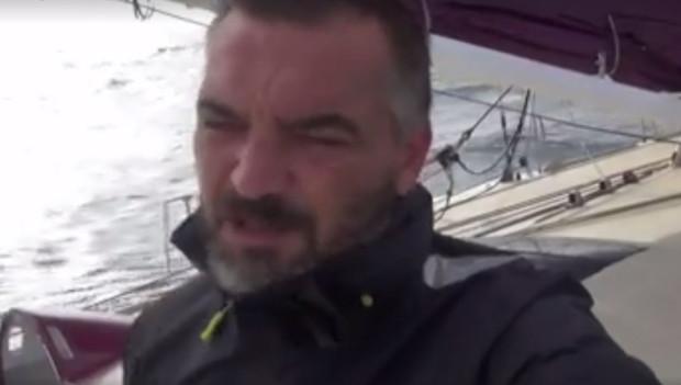 Zbigniew Gutkowski podczas nagrywania jednego z filmu w czasie samotnego rejsu dookoła Ziemi.