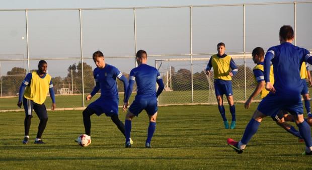 Najważniejsze dla drużyny Arki jest to, że podczas zimowych przygotować może trenować i grać sparingi na naturalnej trawie.