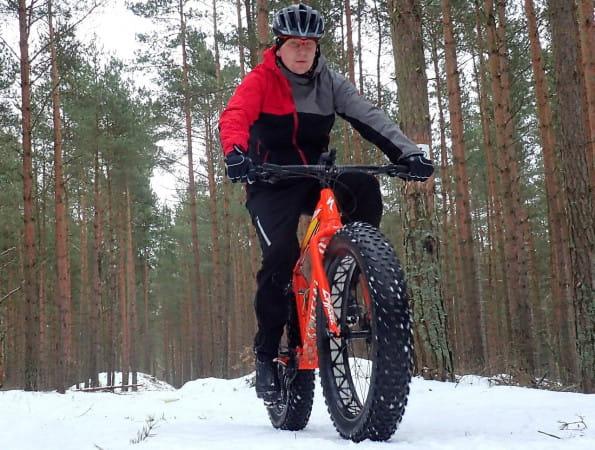 Pokonywanie szlaków rowerowych zimą też ma swój urok