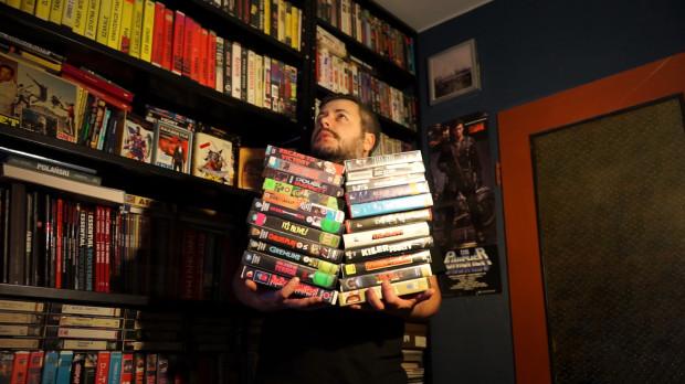 """Krystian Kujda, miłośnik kina gatunków i organizator popularnych pokazów """"VHS Hell"""" został dyrektorem artystycznym gdańskiego wcielenia Festiwalu Filmów Kultowych."""