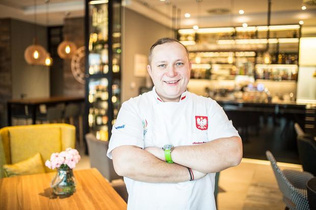 Krzysztof Gradziewicz, szef kuchni w Corezze, gdzie zjemy kuchnię francuską i śródziemnomorską.