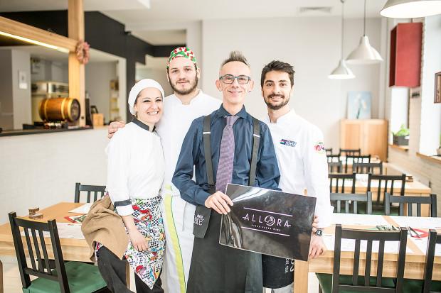 Allora znalazła nowe miejsce w Śródmieściu. W lokalu zjemy autorską włoską kuchnię i pizzę. Obsługują i gotują Włosi.