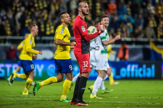 Vanja Milinković-Savić (nr 32) otrzymał zgodę Lechii Gdańsk na testy medyczne. Włoskie media łączą bramkarza z Torino. Natomiast Arka Gdynia ma już oficjalnie następcę m.in. Pawła Abbotta (nr 9).