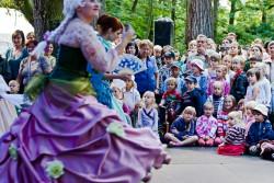 Mozartiana przyciąga do Parku Oliwskiego melomanów w każdym wieku...