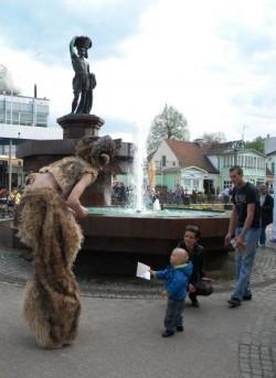 Majówka w Sopocie to festiwal artystycznych różności. Każdy podczas Sopotu Ulicy Artystów znajdzie coś dla siebie.