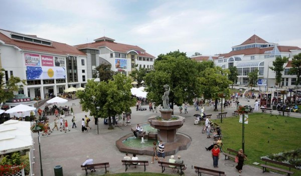 Centrum Haffnera to multikino, dwa hotele, restauracje, Dom Zdrojowy, budynek biurowy i tunel samochodowy.
