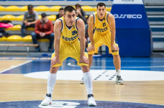 Koszykarze Asseco wygrywali w dwóch ostatnich meczach jednym punktem. W Krośnie zwycięstwo zapewnił Przemysław Żołnierewicz.