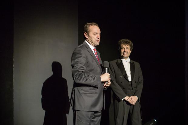 Z uwagi na konflikt z dyrektorem Warcisławem Kuncem (po prawej), przedstawiciele związków zawodowych Opery Bałtyckiej ponownie spotkają się z marszałkiem województwa pomorskiego Mieczysławem Strukiem (z mikrofonem).