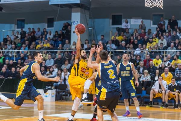 Derbowy mecz koszykarzy Trefla Sopot i Asseco Gdynia cieszył się w styczniu największym zainteresowaniem w naszym Typerze. Na zdjęciu Anthony Ireland.