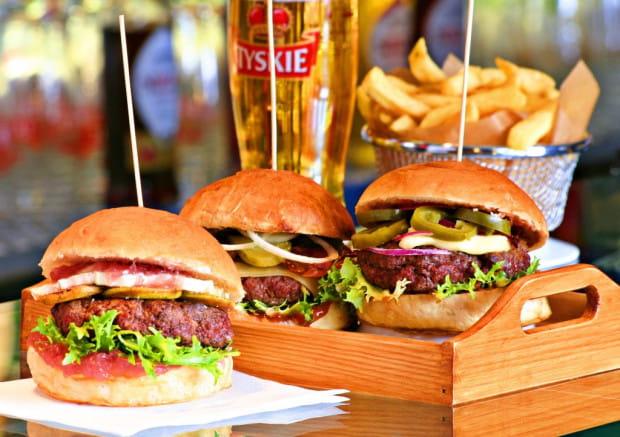 Burgery - jedna ze sztandarowych pozycji w menu.