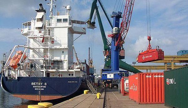 Port Gdański Eksploatacja prowadzi obsługę wszystkich ładunków występujących w obrocie portowym w polskich portach. Operacje przeładunkowe wykonuje na ośmiu nabrzeżach: WOC I, WOC II, Oliwskie, Wiślane, Szczecińskie, Węglowe, Rudowe i Administracyjne.