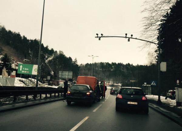 W ubiegłym roku policja usuwała skutki 333 kolizji i wypadków  na ul. Słowackiego. Drogowcy i funkcjonariusze nie mają jednak złudzeń - tzw. zdarzeń drogowych na tej ulicy było znacznie więcej.