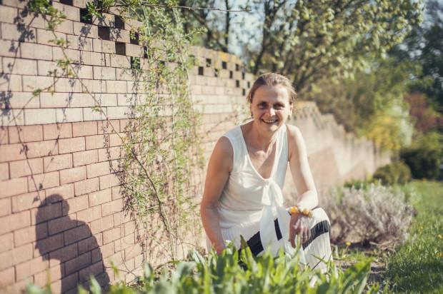 Anna Rospond przy zielniku