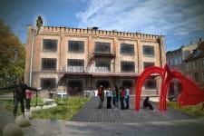 Klub, kino, pasaż handlowy - to tylko kilka możliwości wykorzystania okolicznych budynków, tu na placu Wałowym.