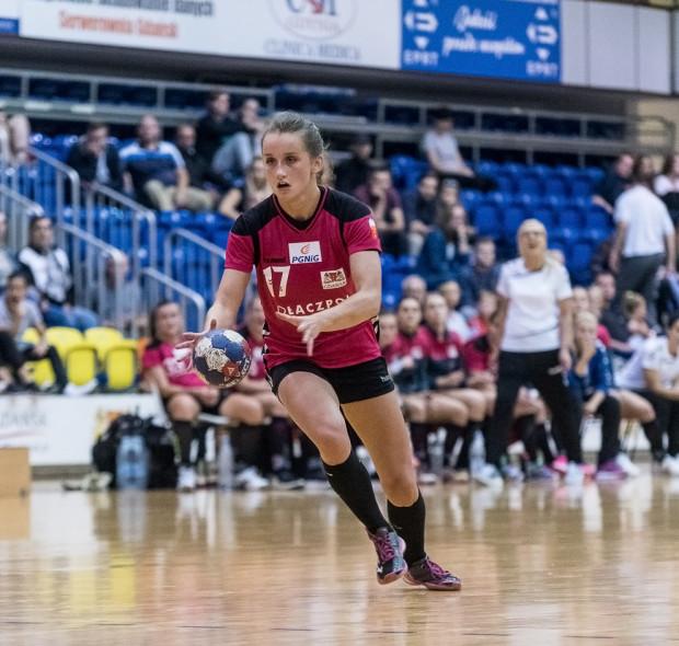 Adrianna Górna ma patent na bramkarki Energi AZS. W Gdańsku rzuciła im 7, a w Koszalinie aż 10 bramek.