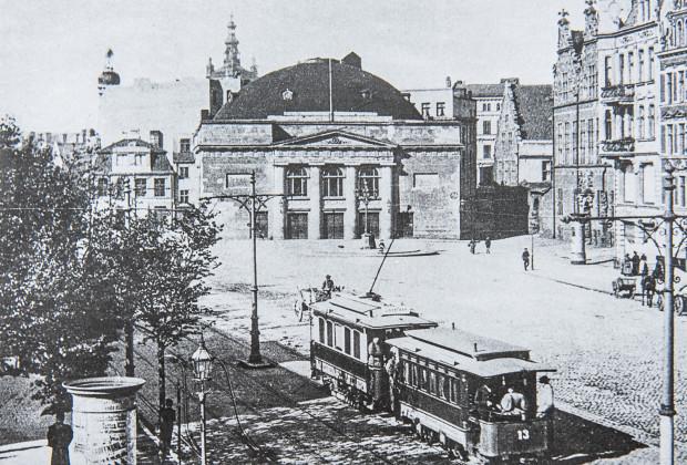"""Tramwaje elektryczne na początku XX wieku. Zdjęcia z książki """"Tramwajem przez Gdańsk"""" Sebastiana Zomkowskiego."""