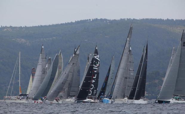 Formuła ORC pozwala w żeglarstwie bezpośrednio rywalizować jednostkom o zupełnie różnej charakterystyce. Imprezy z takim rozmachem jak ta, która w lipcu odbędzie się w Gdańsku, Polska jeszcze nie gościła. Na zdjęciu kadr z ubiegłorocznych regat w Grecji.
