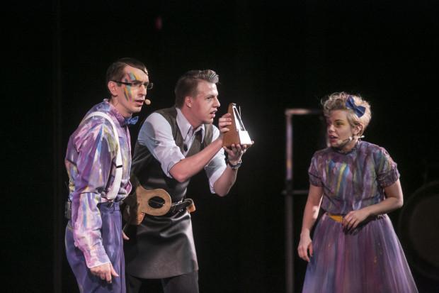 Akcja niedzielnego spotkania z cyklu Opera Tu! TU! rozgrywała się w salonie zegarmistrza.Na zdj. pan zegarmistrz (Paweł Michalczuk - bas) oraz główni bohaterowie - Giulietta i Giovanni (Marzena Ostryńska, Bartosz Żołubak).