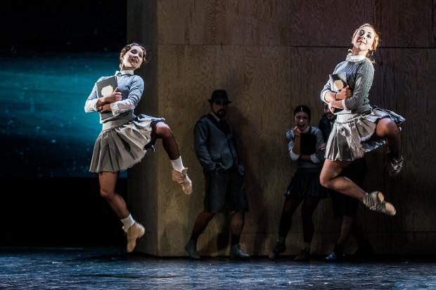 To pierwsza okazja, by przyjrzeć się Baletowi Opery Bałtyckiej w całej okazałości. Ten prezentuje się na scenie bardzo obiecująco.