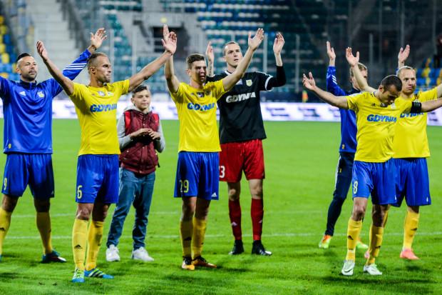 Tak cieszyli się piłkarze Arki Gdynia po ostatnim jak na razie ligowym zwycięstwie u siebie. 19 września pokonali Cracovię po golu Marcusa (nr 8).