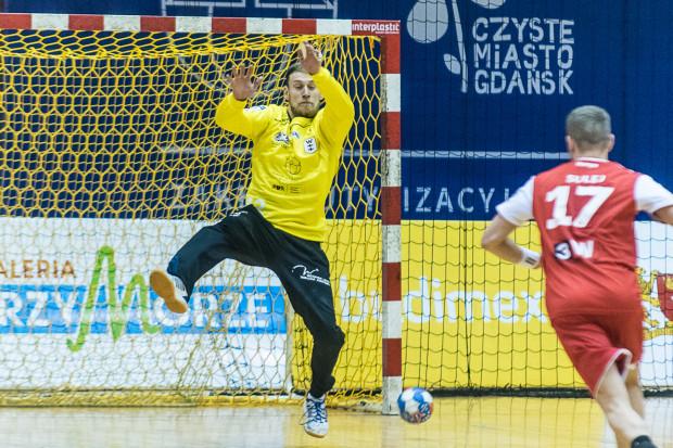 Artur Chmieliński jest jednym z jaśniejszych punktów Wybrzeża. Beniaminek Superligi cały czas ma szansę na bezpośredni awans do play-off, ale nie będzie to łatwa sztuka.