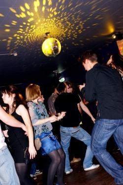 Największą popularnością wciąż cieszą się imprezy w klubach związanych z uczelniami. Nz. Kwadratowa w Gdańsku.