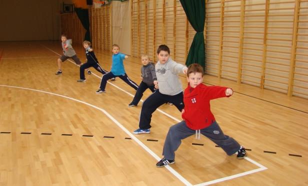 Treningi sztuk walki rozwijają u dzieci sprawność fizyczną i uczą dyscypliny.