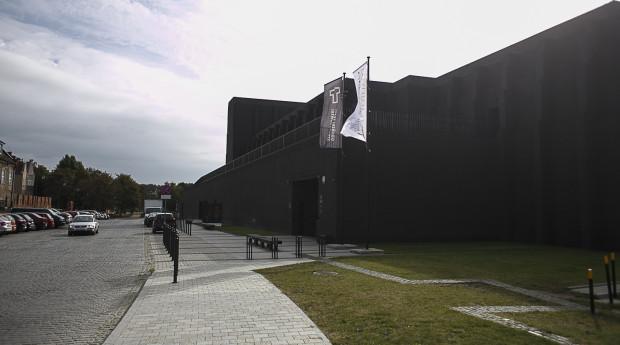 Teatr Szekspirowski w Gdańsku - widok od strony Głównego Miasta.