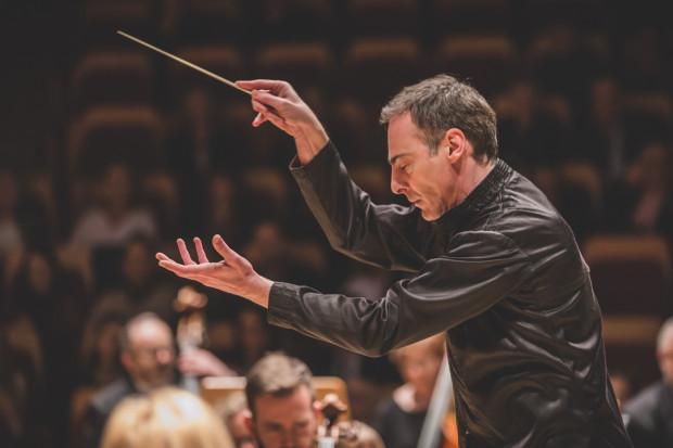 George Cziczinadze poprowadził Orkiestrę PFB w pierwszej części koncertu, dyrygując kompozycjami Mozarta i Beethovena.