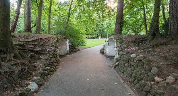 Wraz z remontem grot zostanie wykonany nowy chodnik przyległej alejki.