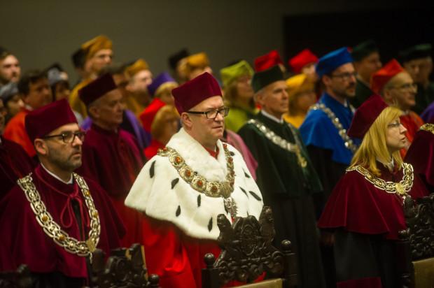Władze rektorskie UG w czasie uroczystego posiedzenia Senatu UG z okazji święta - 47. rocznicy powołania Uniwersytetu Gdańskiego
