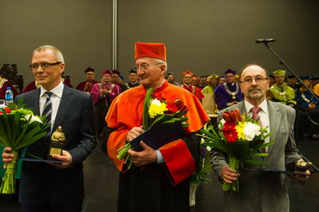 """Laureaci tegorocznej nagrody """"Nauczyciel Roku"""" imienia Krzysztofa Celestyna Mrongowiusza dla najlepszych nauczycieli akademickich Uniwersytetu Gdańskiego."""