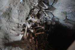 W ossuariach ciągle spoczywają ludzkie szczątki, które czekają na pochówek.