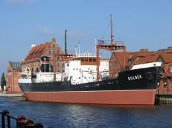 Sołdek rzadko opuszcza swoje miejsce przed spichlerzami Centralnego Muzeum Morskiego. Ostatnio odpłynął stąd w 2003 roku.