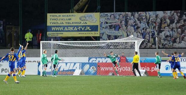 Piłka w siatce Bełchatowa! Jeden gol strzelony przez gdynian wystarczył, by Arkowcy odnieśli setne zwycięstwo w Ekstraklasie.