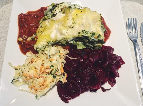 Może i nie wygląda, ale smakuje nieźle. Bezmięsna lasagne w Bioway.