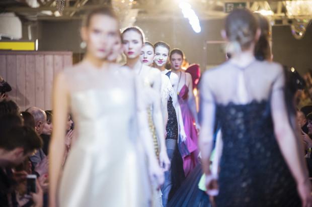 Pokaz sukienek wieczorowych Teresy Rosati (z kolekcji Autumn Waves) zwieńczył galę finałową konkursu Amber Look Projekt 2017, zorganizowaną w tym roku w Sali Kryształowej Zatoki Sztuki.