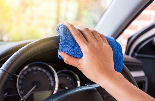 Po zimie istotniejsze od czyszczenia kokpitu jest zadbanie o podwozie aut.