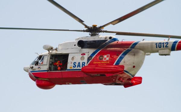 Śmigłowiec Mi-14 PŁ/R może zabrać na pokład 19 osób w pozycji siedzącej lub dziewięć w leżącej.