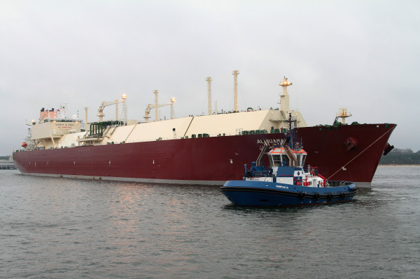 Pływający terminal regazyfikacyjny (Floating Storage Regasification Unit) ma rozpocząć działanie w  połowie 2021 roku. Na zdjęciu metanowiec Al Nuaman z katarskim LNG wpływa do Gazoportu w Świnoujsciu.